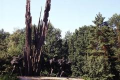POMNIK PARTYZANTÓW POLSKICH I RADZIECKICH, 1974, brąz, aluminium, 19 m, Lasy Janowskie, Porytowe Wzgórze