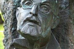 POMNIK PIWNICY POD BARANAMI, 2000, Krzysztof Penderecki