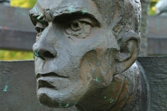 POMNIK PIWNICY POD BARANAMI, 2000, Zbigniew Łagocki